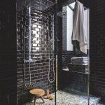 Une salle de bain pour un look noir