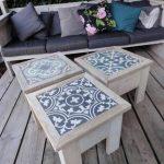 Carreaux ciment sur des tables basses