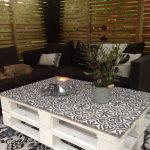 Carreaux ciment sur une table basse