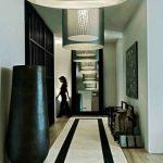 Grand tapis dans un couloir