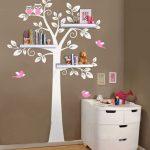 Un arbre en sticker dans la chambre de votre enfant