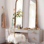 Miroir dans une chambre cosy