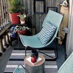 Balcon avec chaises