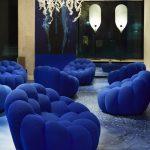 Multitude de fauteuils bleu roi